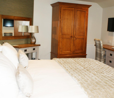 Daneside - Super King En-suite Room (inc. Breakfast)