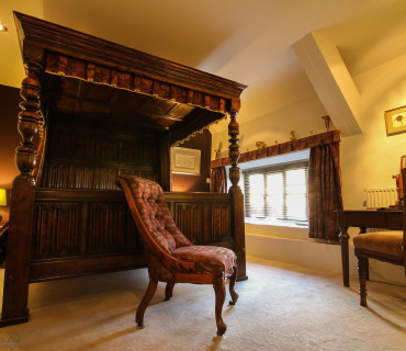 Lydford Superking Four Poster with Breakfast