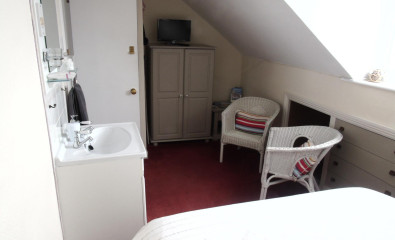 Room 5 - Double - Private bathroom - 3rd Floor