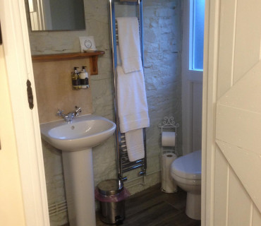 Y Cennen Double Occupancy King En-suite (shower) Room Inc. Breakfast