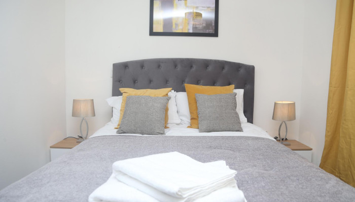 Purfleet - 2 Bed Apartment (Book for 3 adults)