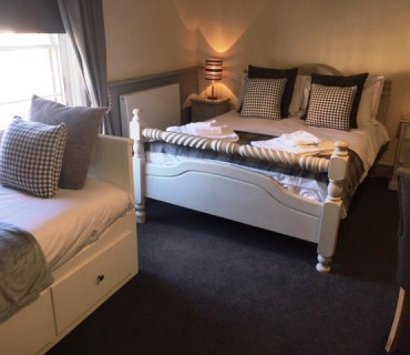 Elford - ROOM 4 (Double/family En-suite inc. Breakfast).