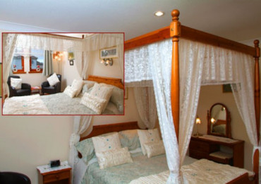 Four Poster Double En-suite Room (inc. Breakfast)