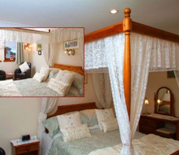 Four Poster Double En-suite Room (inc. Breakfast)