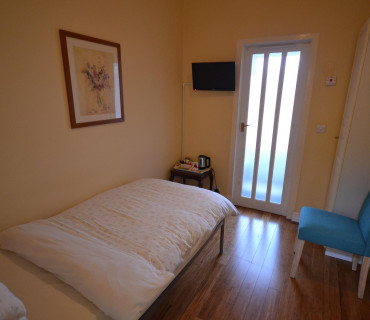 Single bedroom with En-suite (1)(inc. Breakfast)