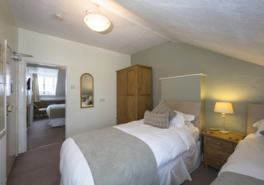 Twin Bed Ensuite Including Breakfast