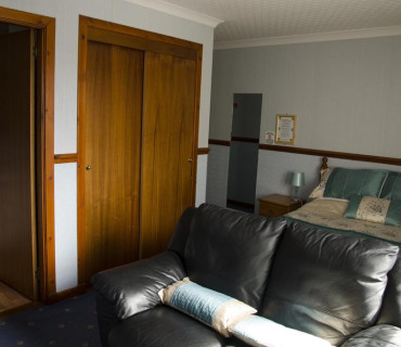 MacGillivray Double En-suite Room (inc. Breakfast)