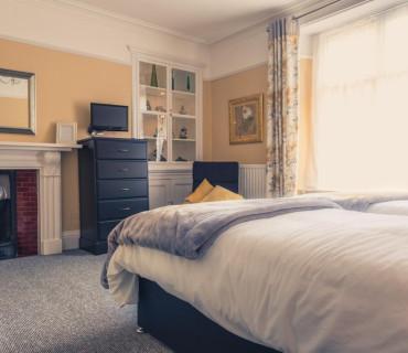 Twin En-Suite Room Ground Floor (inc breakfast) 2 adults