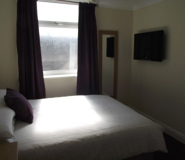 SouthbrookFamily En-suite Room(1 Double 2 Single Beds) (room Only)