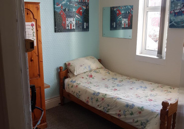 Single En-suite Room With Shower inc Continental Breakfast