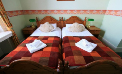 Loch View Twin En-suite Room (inc. Breakfast)