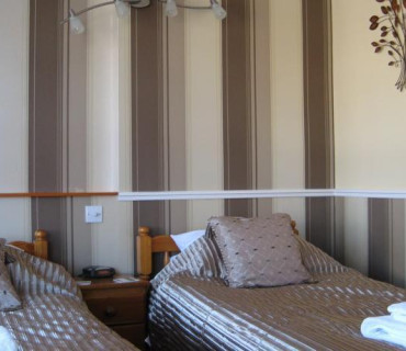 Twin En-suite Room including Breakfast