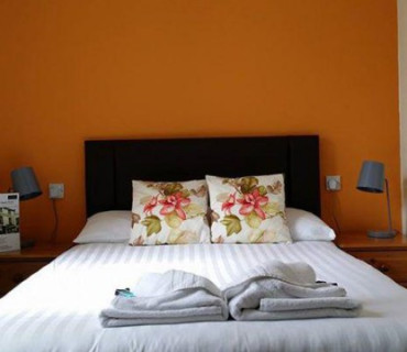 Double En-suite Room with bath (inc. breakfast)