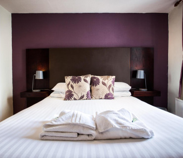 King-size Bed with Bath (inc. breakfast)
