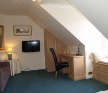 Room 6 - Large Double En-suite Room (inc. Breakfast)