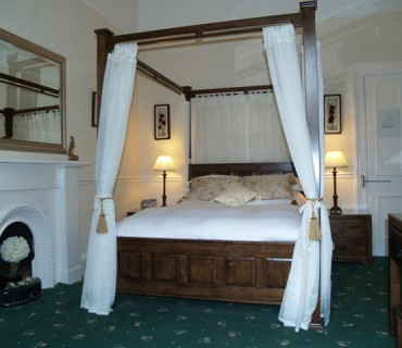 Room 2- Four Poster En-suite Room (inc. Breakfast)