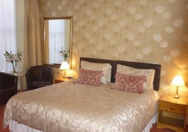 Superior Large Ground Floor Superking Double Room En-suite (inc. Breakfast)