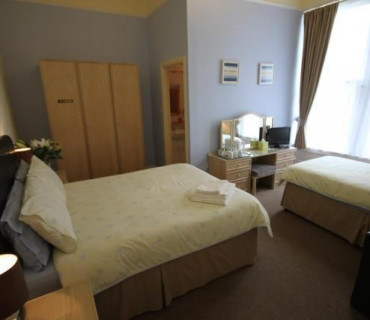 7 Nights Or More Offer - Family X 3 En-suite Room (inc. Breakfast) (2 Adults, 1 Child)