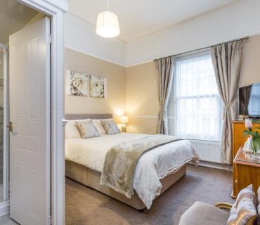 Superior Large Double En-suite Room (inc. Breakfast)