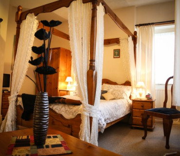 Double En-suite Room Four Poster (inc. Breakfast)