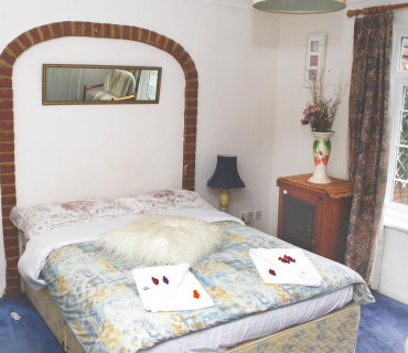 Double Room. Free Parking up to 16 days