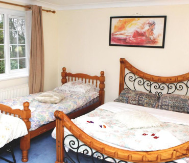 Triple Room En-suit With Breakfast FREE Parking for daily stays