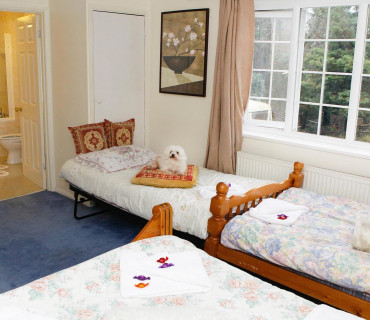 Family Rooms for 4 persons including Children En-suit With Breakfast- FREE Parking for daily stays