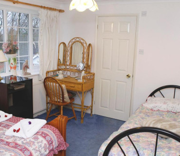 Twin En-suite Room (inc. Breakfast) With Free Parking Up To 17 Days