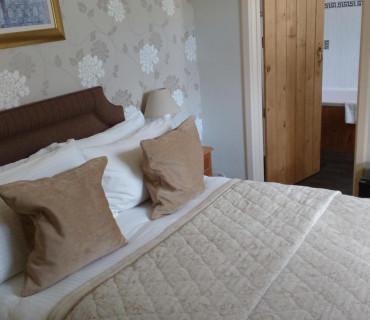 Room 8 - Double En-suite Room (inc Breakfast)