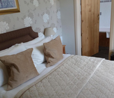 Room 8 - Double En-suite Room (inc Breakfast)