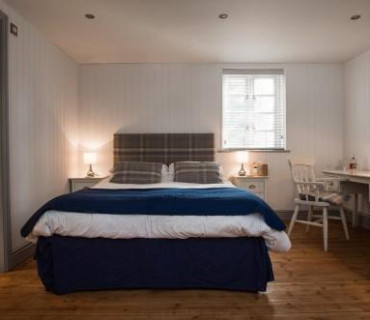 Family En-suite Room - 2 Adults & 1 Child 13 or Over (inc. Breakfast) (2 Adults, 1 Child)