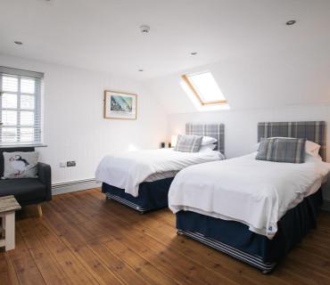 Twin En-suite Room - 1 Adult (inc. Breakfast)