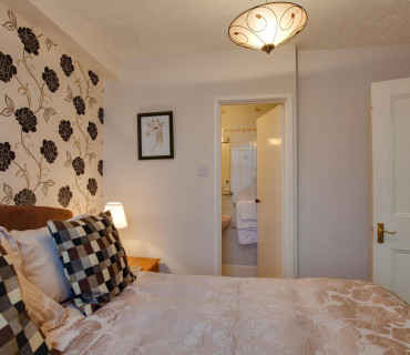 Small Double Room (With Breakfast)