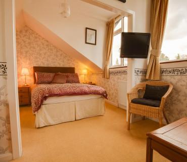 Large Double En-suite Suite (inc. Breakfast)