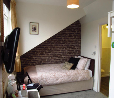 Twin En-suite Room (inc. Breakfast) Single Occupant