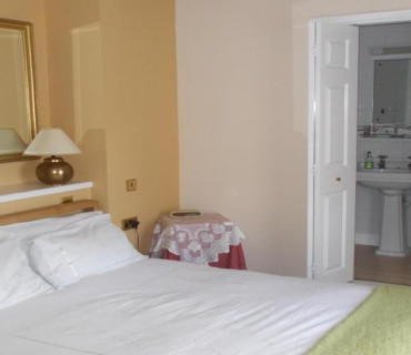 Large Double En-suite Room (inc. Breakfast)