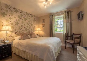 Double En-suite Room (Bath & Shower)