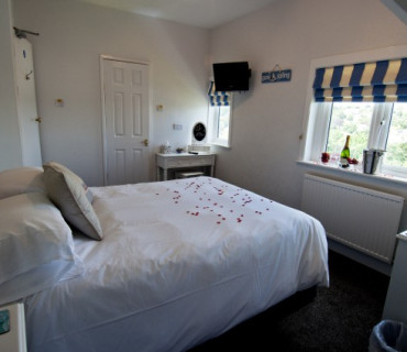 King Room En-suite (inc. breakfast) ***2 Adults