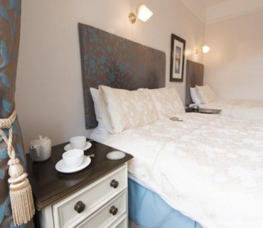 Accommodation Family En-suite 5 (inc. Breakfast)