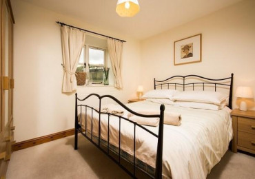 ***One Bed Cottage for up to 2 people (1 Room= 1 Cottage)***