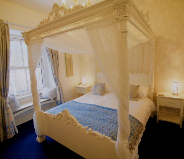 Romantic Four Poster Room, En-Suite, 1st Floor (Room 3)