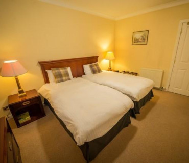 Twin En-suite Room (inc. Dinner allowance from evening menu & Scottish breakfast)