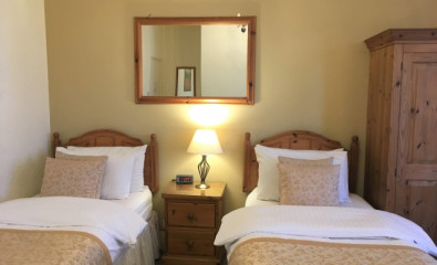 Twin En-suite Room for 2 people (inc. Breakfast)